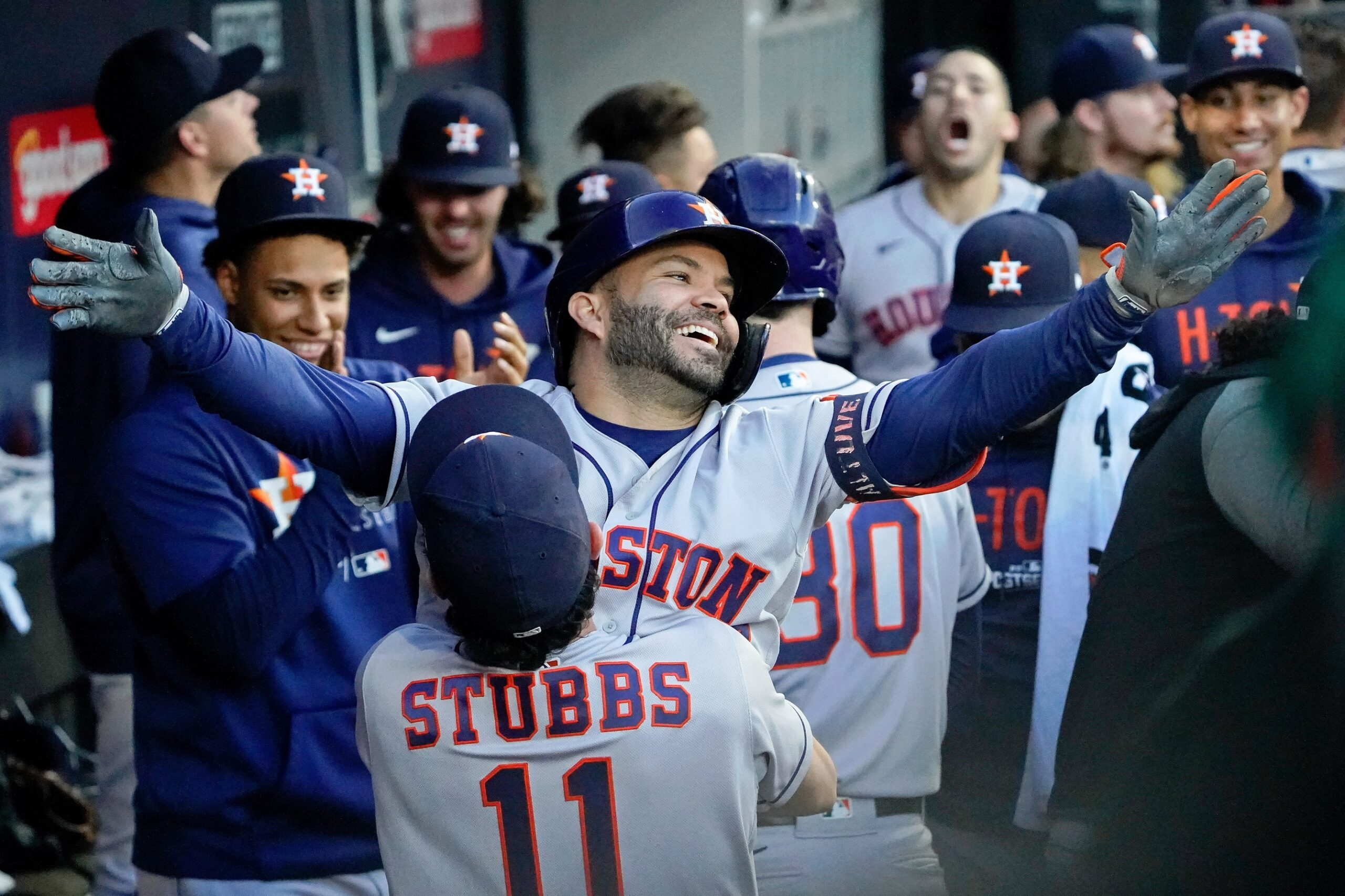 Altuve homers, Astros end White Sox season with 10-1 blowout win